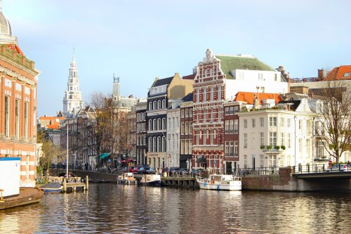 amsterdam-canal-homes-boats1