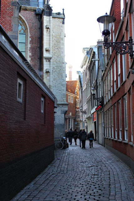 amsterdam-old-alley