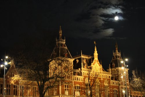 amsterdam-train-station1