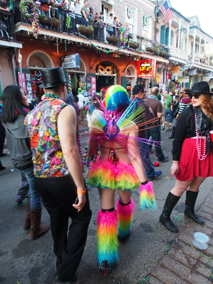 madi-gras-new-orleans-french-quarter-costume