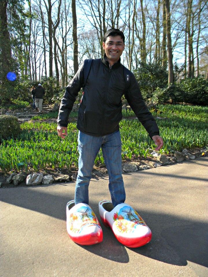 v-in-dutch-clogs-tulip-garden