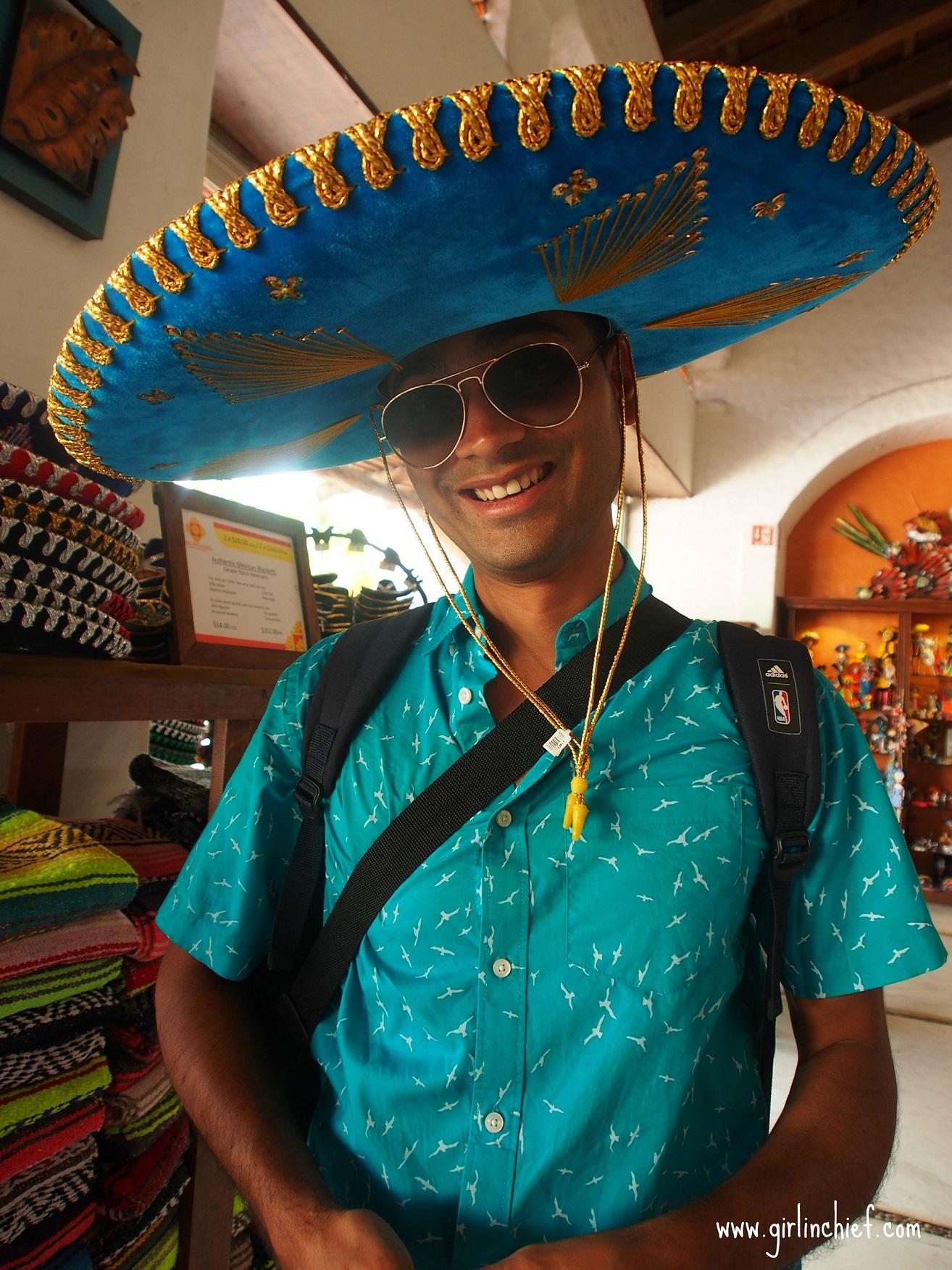 shopping-in-puerta-maya-mexico